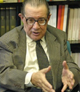 Juan Velarde Fuertes